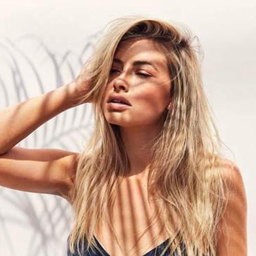 blonde hairdresser specialist